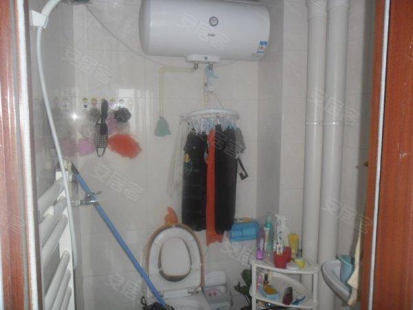 蓝调国际出租2室精装修房子 简单的家具家电可