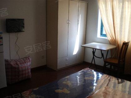 独立一室户,朝南朝北都有,精装修全配,拎包入住高清图片