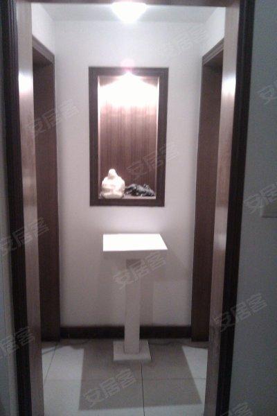 南坪正街电梯精装修房出租副卧室