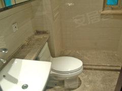 主卫:主卧室为套间设计,带有独立卫生间,卫生间带窗户,通风效果