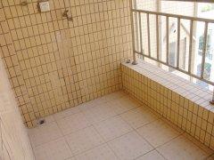 保障了厨房的采光和通风效果,面积实用,可以摆放一台洗衣机.