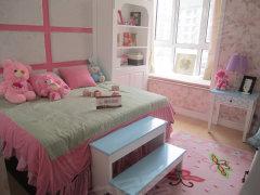 样板间将另一个卧室设计成儿童房,粉色调的房间很适合小朋友高清图片