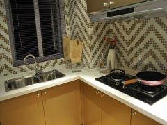 厨房:l型灶台设计面积约8平米.不过生活阳台面积不大,可能