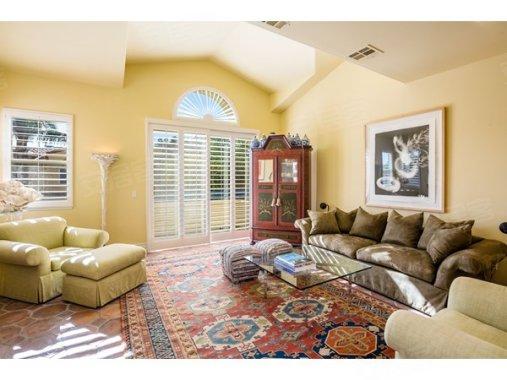 马里布Malibu睡衣在售124.50万美元房价,长袖公寓户型格子图片