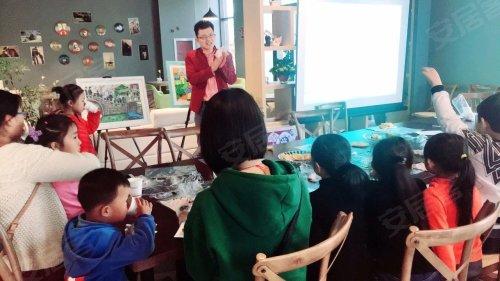 项目的爱心小朋友捐赠的五幅少儿创意作品进行了爱心拍卖.
