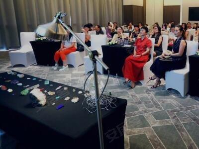 作为跨界独立珠宝首饰设计师,建筑设计师,茶空间践行者,无相生工作室