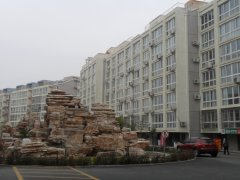 楼座:恋日水岸采用现代建筑风格,纯板结构,建筑外立面的颜色