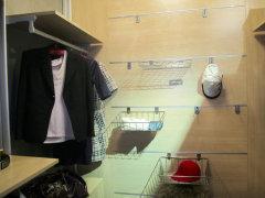 装修案例.   衣帽间:主卧设计为市面上少见的套间,有衣帽间、