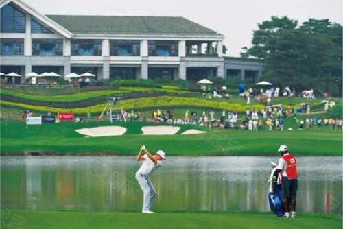 每年赛事期间,成千上万的观众都来到广佛新世界,感受高尔夫的魅力与这