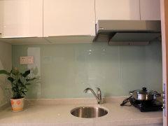 厨房:样板间设计非常简单,受面积限制,厨房设计比较小,只能