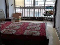 青岛黄岛隐珠海王路小学对面,金海园2楼套三简装两部空调,1400月出租房源真实图片