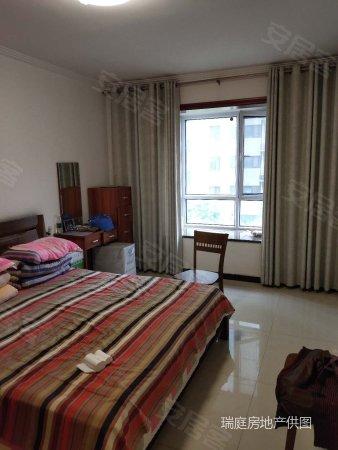 天河盛世精装修140平3室2厅家具家电齐全附送车位有证