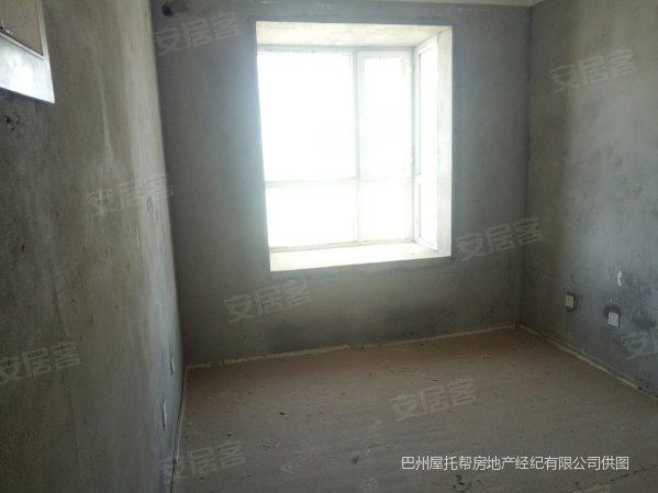 石化大道旁108平三室两厅毛坯35万