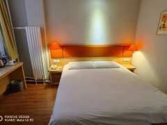 北京石景山金顶街喜隆多附近酒店式公寓出租 精装修 带独立的卫生间 随时入住出租房源真实图片
