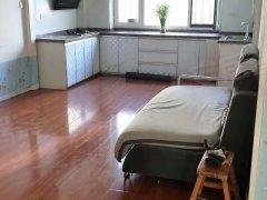 金泰丽苑 步梯二楼 精装修 可配家具也可以空家 包暖包物业