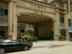 万达广场旁万达华府C区,一房一厅月租2300元豪装带家私家电