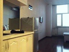 御融公寓。精装修。家具家电齐全。拎包入住,包暖气物业