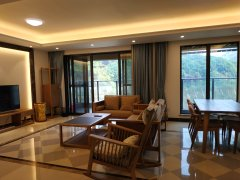 全齐四房 大平层 174平方户型  生态好环境 看房方便
