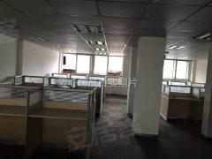 市中心 门面房  三层 办公装修 留有办公桌和隔间办公室