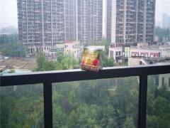 莱蒙都会带阳台一房另赠送一间书房,实用舒适,万达广场边上