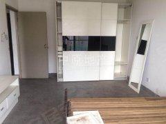 华泾绿苑 一房两厅  简单装修  有钥匙 看房方便 价格可谈