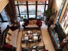 使用面积1000平,客厅挑空7.5米,带8车位,可办公可长租