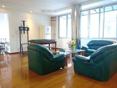 新村附近,精装修四室两厅,带家具家电,空调齐全,拎包入住