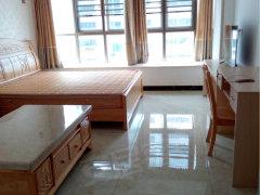 特色单身公寓,精致小巧的装修家私家电俱全,有阳台和厨房。