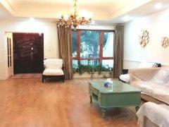 紫玉山庄的联排别墅 精装修随时看 客厅特别大 房源保养干净
