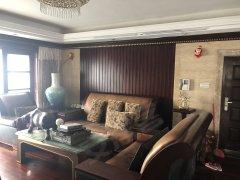 全红木装修,豪华大气上档次,3个卧室一个书房年租4500每月