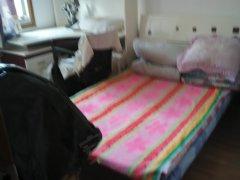 东湖区滨江社区简装一室一卫有床桌子洗衣机热水器有院卫