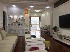 九龙湖,主卧带卫生间,通透700元月,厨房可以做饭,地铁口