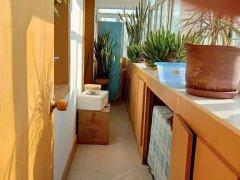 友好3中旁 出租两室1900家具家电齐全 包物业暖气
