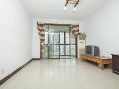 溪山美地园,精装修出租位置好,小区管理优越,房间空间舒适