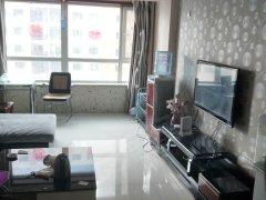 扬子江路三室精装修的房子位置佳交通便利家电齐全包暖气物业