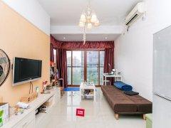 春城三期大一房,厅出阳台南向采光好,舒适安静利用空间大!
