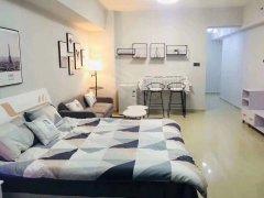 宝龙广场,白色调简欧风格,壁纸装修,整体壁柜,临万象
