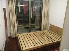 周新苑五期 紧靠海岸城 自己租的两室一厅出租次卧 无费用 急