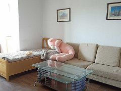 航空嘉园简装两居室,月租1200,要求一年起租,非诚勿扰