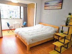万达商圈 精装敞开式单身公寓空间超大还是朝南的采光好阳光充足