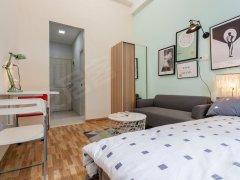 本公寓楼,全新家私家电,交通便利,购物方便,安全舒适
