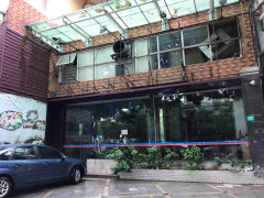 石龙临街商铺出租地面183平 送二楼90平 仅租13500元