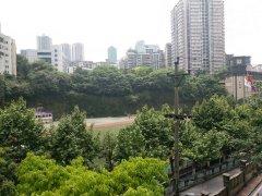 黄花园带阳台住宅。校区操场开放夜跑,长短租皆可