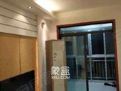近地铁口附近两房家电家具齐全房间卫生干净整洁可拎包入住