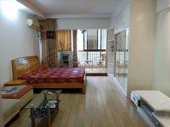 芙蓉广场地铁口 和府大厦 精装一房 可以做饭钥匙在手随时看房