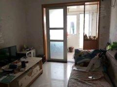 省体旁 50平方的一室一厅 1300每个月 家电齐 看房方便