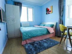 出租次卧,离地铁近,干净明亮,家具齐全,看好随时入住。