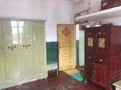 工农路两室一厅简单装修,超低月租费。