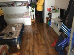 洲河湾精致装修一室一厅。温馨舒适。