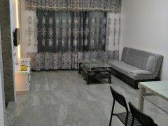 精装两房两厅,大阳台,居家温馨装修,独门独户,中央空调